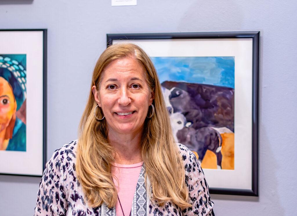 Headshot of Elizabeth Higgins teaching Artist in HIllsboro OR
